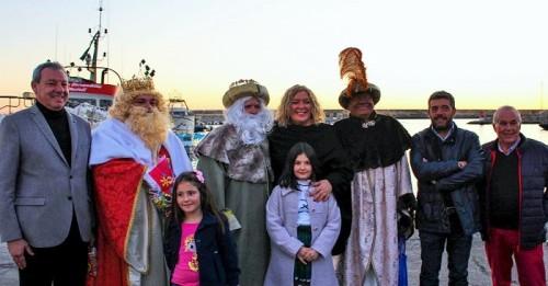 Foto de familia junto a sus majestades los Reyes Magos.jpg