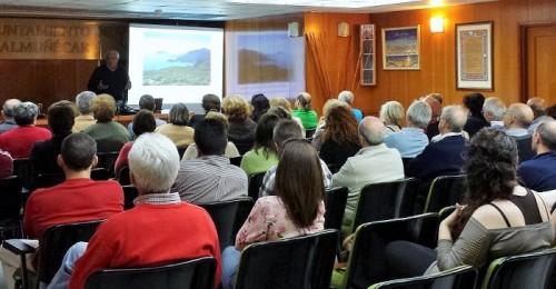 Conferencia sobre ciencia en la Casa de la Cultura de Almuñécar.jpg