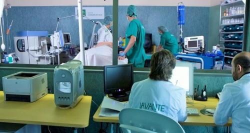 El Centro de Simulación Clínica ha congregado a más de 100 profesionales sanitarios en tres cursos simultáneos.jpg