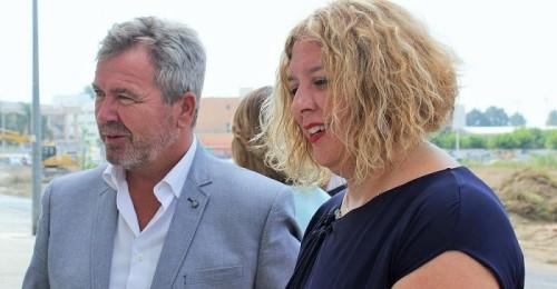Flor Almón felicita al nuevo presidente de la Autoridad Portuaria, el motrileño José García Fuentes.jpg