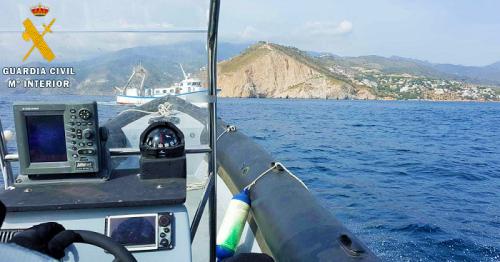 La Guardia Civil de Motril sorprende a un pesquero malagueño faenando en el Paraje Natural de Maro-Cerro Gordo.png