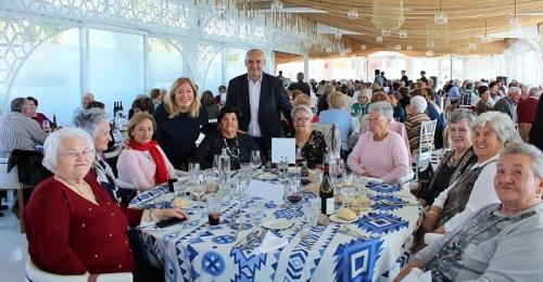 300 personas mayores de Motril y Maracena comparten una jornada de convivencia.jpg