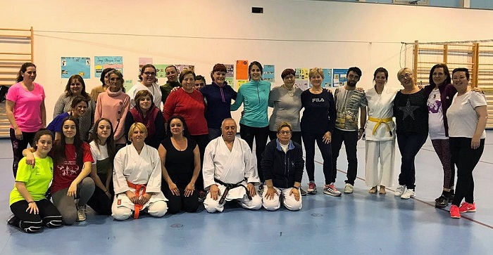 Curso de autodefensa en Órgiva para enseña a las mujeres a escapar de un posible ataque de un maltratador