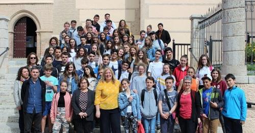 Estudiantes franceses del Programa Erasmus+, junto a alumnado del IES La Zafra, visitan el Ayuntamiento de Motril.jpg