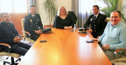 Flor Almón recibe al nuevo comisario jefe de la Policía Nacional en Motril, Juan de Dios Piedra.jpg