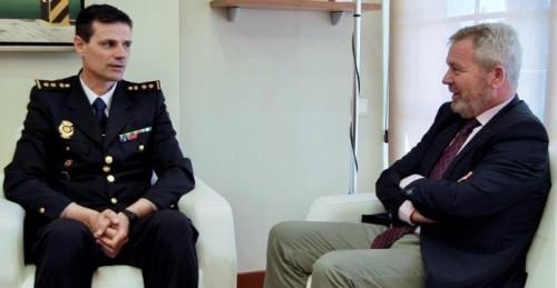 José García Fuentes recibe al nuevo comisario jefe de la Policía Nacional en Motril.jpg