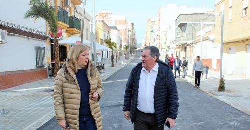 La calle Ancha de Motril ya comienza a mostrar su nueva imagen