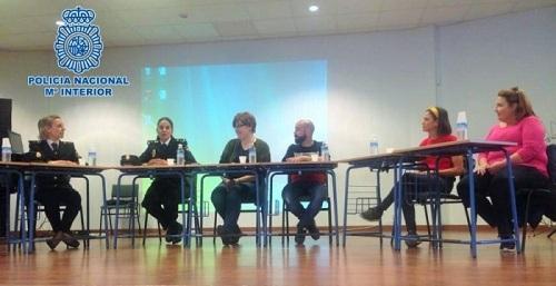Agentes de Policía Nacional participan en una jornada sobre igualdad en el ámbito laboral en Motril.jpg