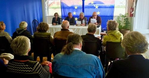 Juan Carlos Benavides presenta el 'Manifiesto a los residentes extranjeros en Almuñécar y La Herradura'.jpg