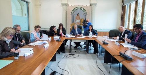 La Junta firma convenios de Programas de Tratamiento Familiar con la Diputación y nueve entidades locales.jpg