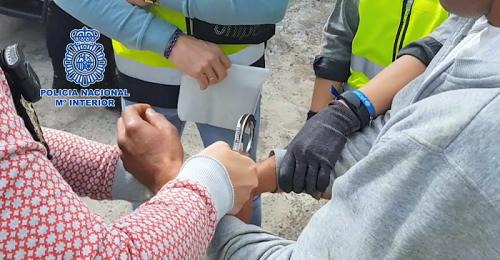 La Policía Nacional desmantela una red que secuestraba a MENAs traficados a España en pateras.png