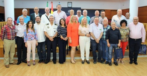 El Ayuntamiento de Motril reconoce a los funcionarios jubilados y a los que cumplen 25 años de servicio.jpg