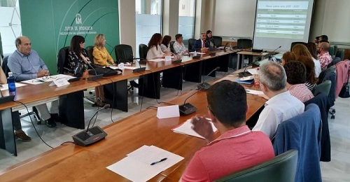 El delegado de Educación recibe a los nueve centros que se convertirán en bilingües el curso próximo.jpg