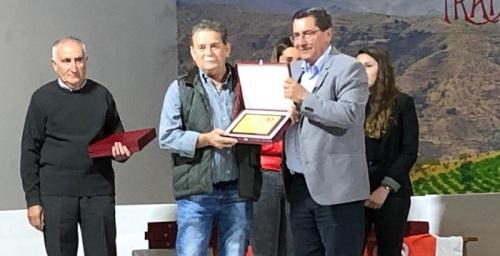 El PSOE rinde homenaje a sus alcaldes y concejales democráticos en Albondón.jpg