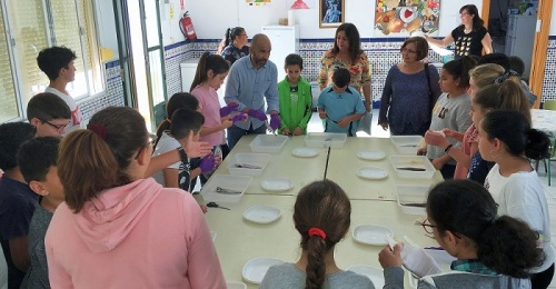 Escolares motrileños aprenden a limpiar y cocinar el pescado gracias a la iniciativa del GALP, 'Pescaito'.jpg