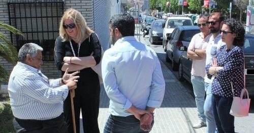 Flor Almón visita la calle Ancha y el barrio de San Antonio para escuchar las demandas y necesidades de los vecinos.jpg