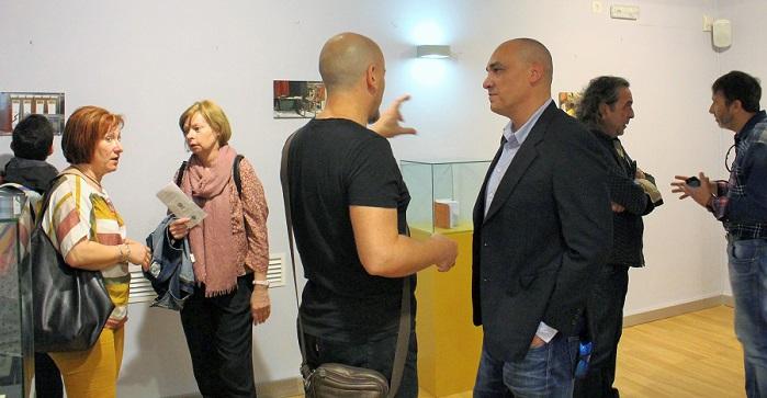 Gregorio Morales durante la exposición sobre el Coliseo Viñas.jpg