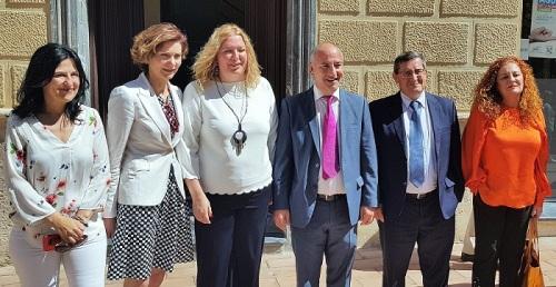 Isabel Oliver gira visita oficial a la Costa Tropical de Granada
