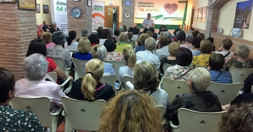 La sede andalucista se llenó ayer en la presentación del 'Programa para la Mujer'.jpg