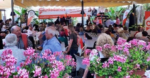 La terraza del mesón El Tinao acogió el mitin de cierre de campaña de Ciudadanos en La Herradura.jpg