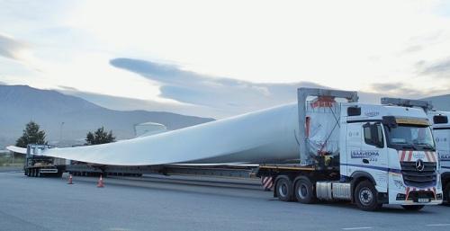 Llegan al Puerto de Motril las palas eólicas de mayores dimensiones que se fabrican en España.jpg