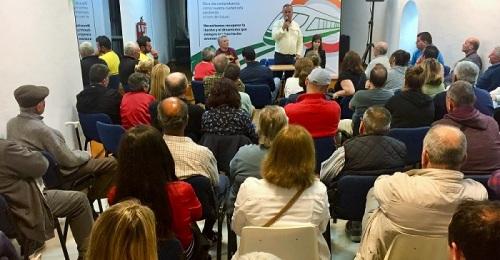 Los vecinos de Los Marinos llenan el Centro Sociocultural para escuchar las propuestas de Convergencia Andaluza.jpg