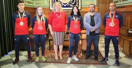 Motril reconoce a sus kenpocas Miryam Puerta, Tabatha Peña y Darío Lozano