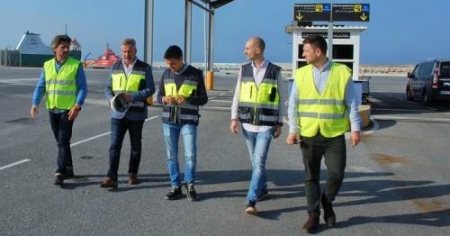 Obras para incrementar la seguridad de pasajeros y vehículos que embarquen con FRS desde Azucenas este verano.jpg
