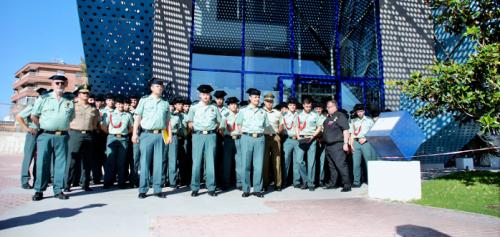 Alumnos de la Escuela de Oficiales de la Guardia Civil visitan el Puerto de Motril para completar su formación.png