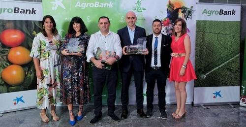 Convención anual de Grupo La Caña, agricultores en familia.jpg