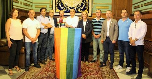 El Ayuntamiento de Motril se suma a la reivindicación de los derechos LGBTIQ con la lectura de un manifiesto.jpg