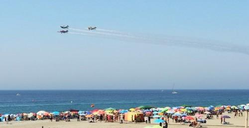 El Festival Aéreo Internacional de Motril vuelve a congregar a miles de personas en las playas.jpg