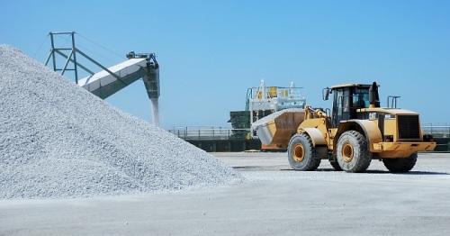 El granito procedente de canteras de Granada contribuye a que Motril exporte más mercancías que importa