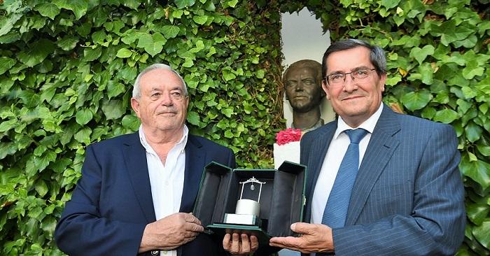 El periodista Antonio Ramos Espejo recibe el Pozo de Plata honorífico por sus trabajos sobre Lorca.jpg
