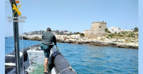 El Servicio Marítimo de la Guardia Civil de Motril interviene un trasmallo en una playa de Almuñécar.png