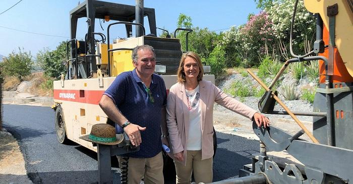 García Chamorro visita las obras de mejora del pavimento del Camino del Pino, se han invertido 46.841 euros.jpg