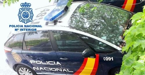 La Policía Nacional detiene a un varón cuando intentaba salir de un domicilio al que habría accedido para robar