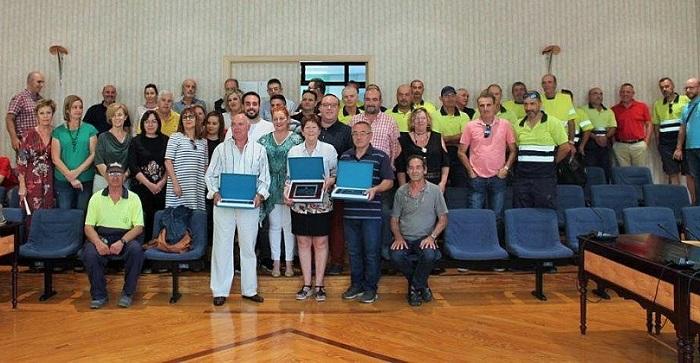 Los trabajadores municipales de Salobreña jubilados en el último año reciben un homenaje.jpg