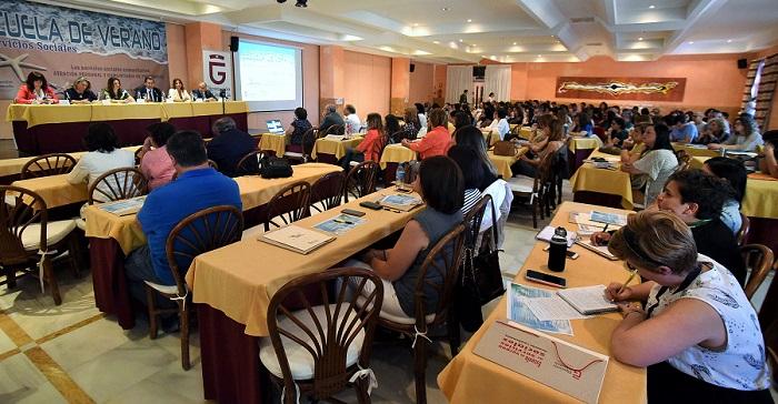 Profesionales de los servicios sociales se dan cita en la Escuela de Verano que Diputación celebra en Almuñécar.jpg
