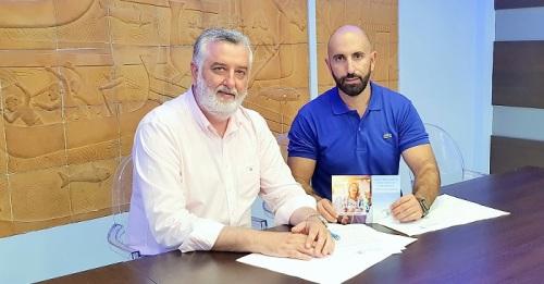 Daniel Barbero y Francisco Trujillo firman el 'Decálogo de las Playas' como compromiso de estrecha colaboración.jpg