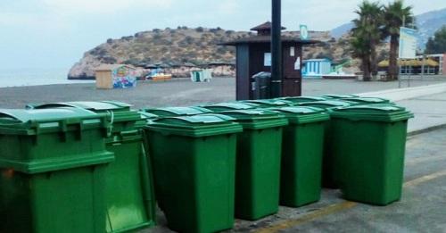 El Ayto. de Salobreña refuerza el número de contenedores en las playas con la colocación de una veintena más