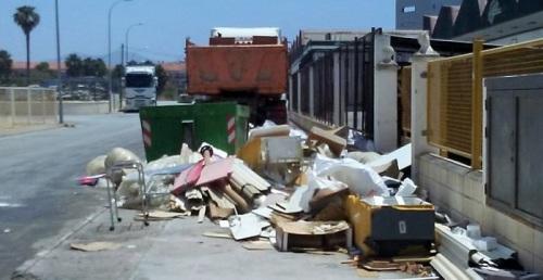 El Ayto. retira 31,6 toneladas de basura en los 'puntos negros' de la periferia de Motril en la última quincena.jpg
