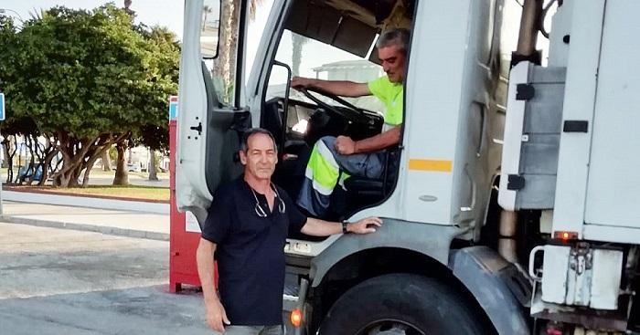 Inicio de campaña de recogida de residuos puerta a puerta en el paseo marítimo de Salobreña