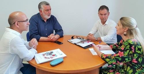 La asociación de Chiringuitos apoya la propuesta del gobierno de Motril para la accesibilidad en la playa de Poniente.jpg