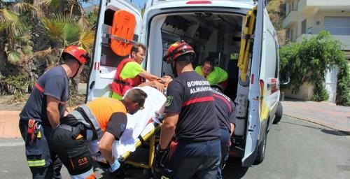 Los servicios de emergencias de Almuñécar llevan a cabo un simulacro de rescate por un ahogamiento