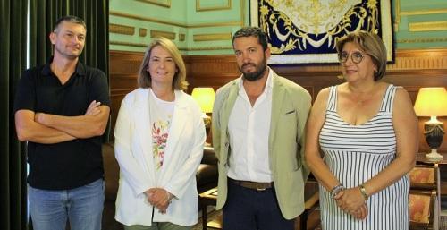 Luisa García Chamorro muestra su apoyo al alcalde de Torrenueva y abre la puerta a futuros proyectos comunes.jpg