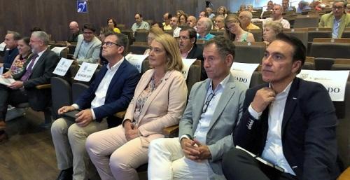 """Luisa García Chamorro ofrece el """"apoyo absoluto"""" del Ayuntamiento al proyecto de la Marina Playa Granada"""