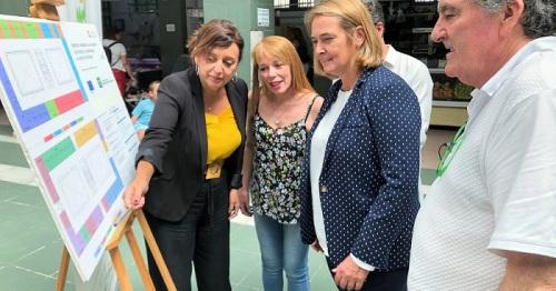 Luisa García Chamorro visita las instalaciones del mercado el día en que se inician las obras de reforma.jpg