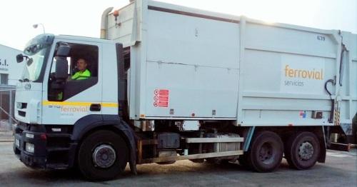 Nuevo camión de recogida lateral CESPA en Salobreña.jpeg