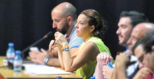 Beatriz González Orce, concejal de Ciudadanos Almuñécar en un Pleno.jpg